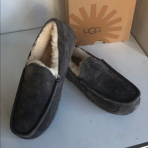 New Ugg ascot Men's Charcoal sz 8 fits women sz 9